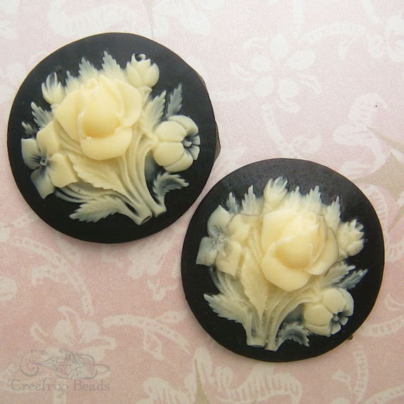 2 Vintage Cabochonss - 35 mm Acrylic Rose In Ivory And Black