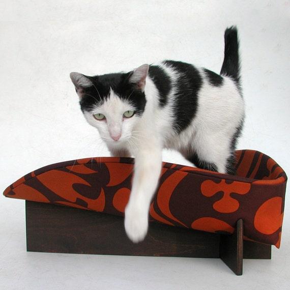 Retro Mod Pet Bed in Rust Brown Tiki