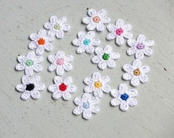 Crochet Flowers Appliques 117.02 --- 15 pcs --- Tiny Size flowers in White Color