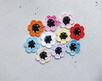 Crochet Flowers Appliques 113 - Black centre - 10 pcs