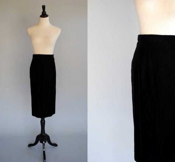 Vintage velvet skirt / black velvet / size 10
