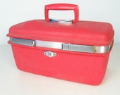 vintage hot pink train case - carry on luggage - Royal Traveller - 1960s