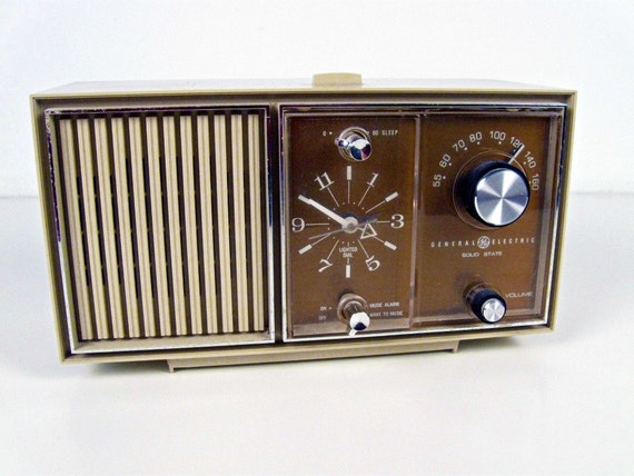 vintage General Electric AM only clock radio