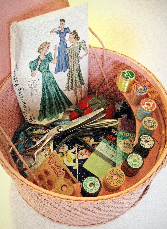 Woven Disc Basket : Vintage basket sewing supplies in pattern trims