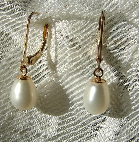 14K Yellow Gold Freshwater Tear Drop Pearl Dangle Leverback Earrings