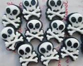 LOW Price SALE Punky Skull cabochons FLAWS  B Grade 8pcs ( B )