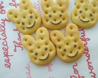 SALE Bunny shaped cookie biscuit cabochons 5pcs