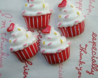 Cute cupcake with heart 4pcs ME-001 RED