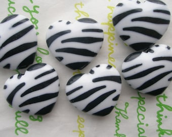 Zebra Print Puffy Heart beads 6pcs Black/White Size M