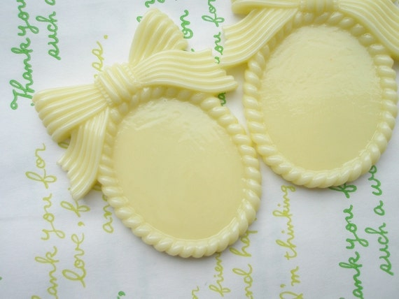 Mimi Lo Lo Exclusive LARGE Bow setting frame 2pcs Pastel Yellow  (Fits 40mm x 30mm Cameo)