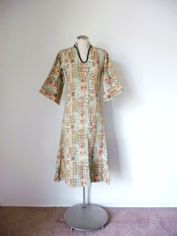 S A L E -- Vintage 70s Embroidered WOVEN TAPESTRY Bell Sleeve Caftan Dress S