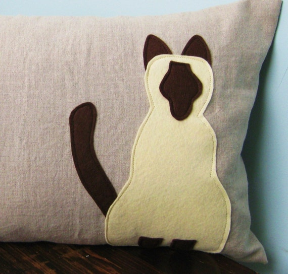 Siamese Cat Pillow Cover on Natural Linen