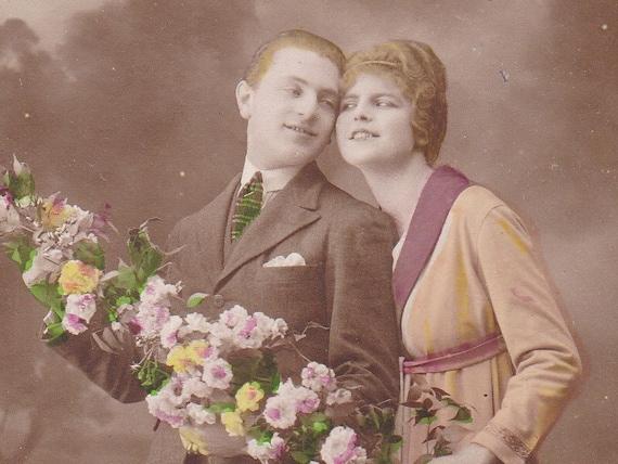 1910s French postcard Edwardian couple with flowers, paper ephemera.