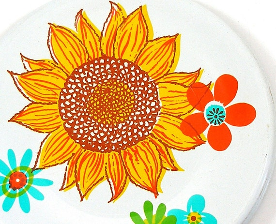 Mod 60s Tin Toy Tea plate, Bright flowers in yellow, blue & green.