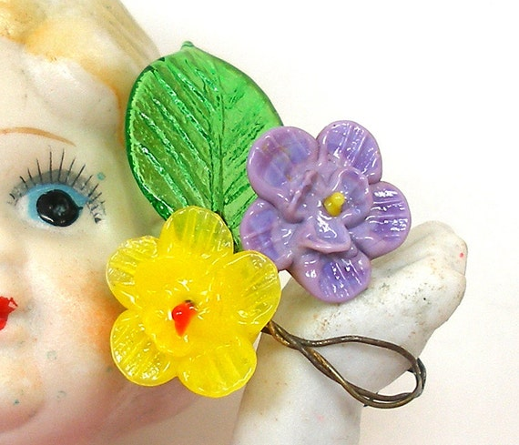 30s Mini art glass flowers, Yellow & purple with leaf on wire stems.