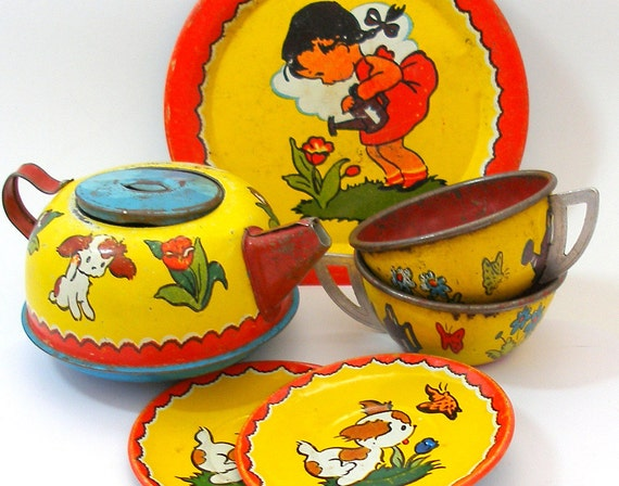30s Tin Toy Tea Set, Happy Puppy cups, saucers, teapot, 6 with graphicfs by Ohio Art.