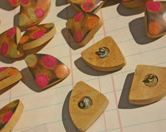 "Buttons Wood Shank Triangle - Sewing Bulk Button - 1 1/8"" Wide - 25 Buttons - LAST OF STOCK - Destash Sale"
