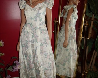Vintage 80s  Dress Victorians style  does  Antique style Floral Dress Size