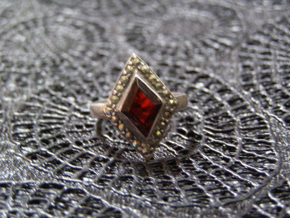 Diamond Shaped Garnet Marcasite Sterling Silver Art Deco Style Ring - Vintage