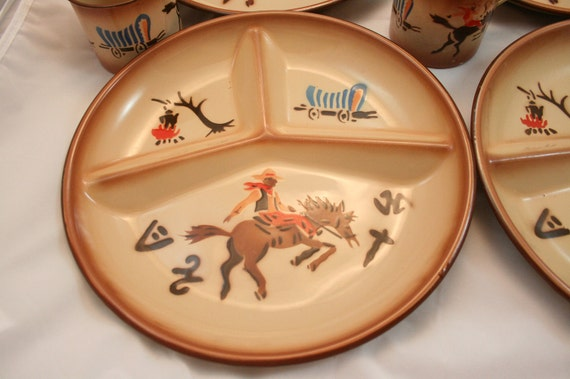 Sale 50s Cowboy Western Enamelware Dinner Plates and Coffee Mugs  cups Set Of 4 Horse Wagon Campfire Texas