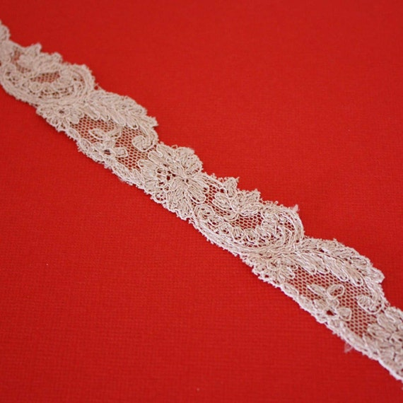 1 Yard of Vintage Lace in Cream 0.5 Inches Wide