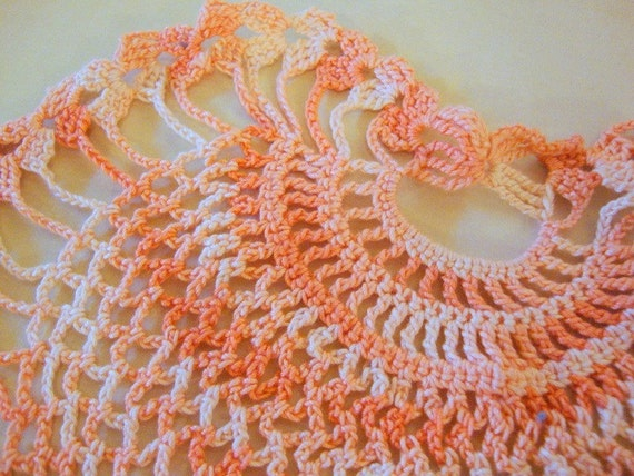 vintage DOILY coral varigated color, spade shaped