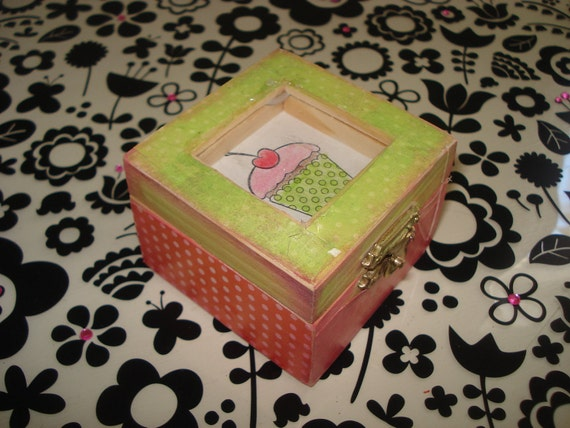 5 dollar cutie Little cupcake tiny trinket box