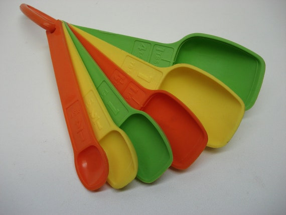 1970s measuring spoons