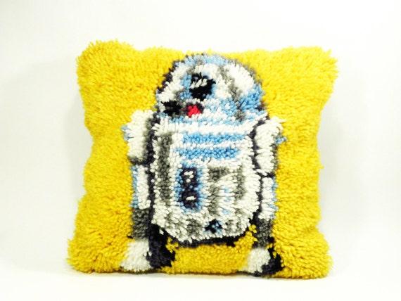 vintage sci-fi Star Wars pillow . amazing R2D2 folk latch hook rug . perfection in geekery
