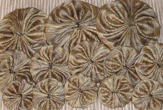 Subtle Stripes Duipioni Fabric  Yo Yos in Three Sizes / Set of 17