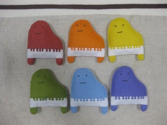 Felt smile piano ornament