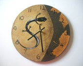 HAND PAINTED SALAMANDER ON A ROCK OLDER CHILDRENS RECYCLED WALL CLOCK - BY BEARLY ART - WESTFIELD, MA. (SECT. OC)