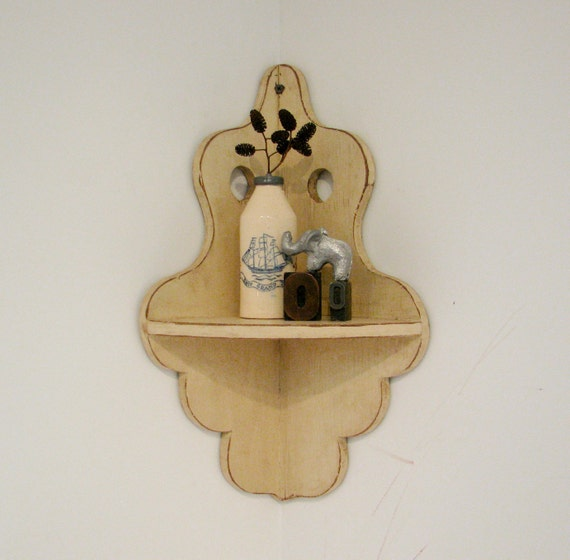 Vintage Ivory Corner Shelf with Scalloped Edges Design