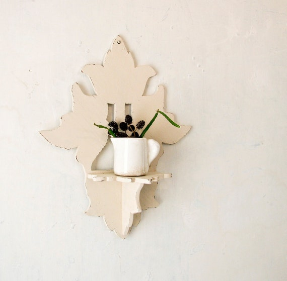 Small Vintage Leaf Design Shelf - Country Cottage and Shabby Chic