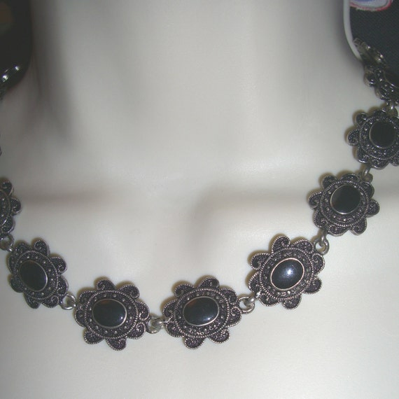 vintage 80s flower NECKLACE metal and plastic choker Goth pretty punk