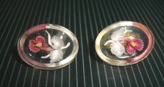 Vintage reverse carved lucite EARRINGS screw backs