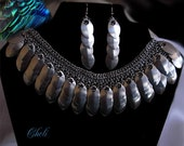 Royal metal feathers necklace and earrings set