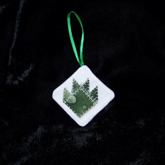 Ornament Green Batik Bear Paw