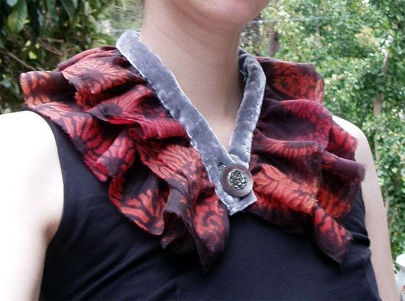 Silk ruffle collar in habotai and velvet