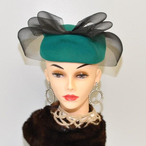 Vintage 80s sculptured emerald pillbox hat 22 inch