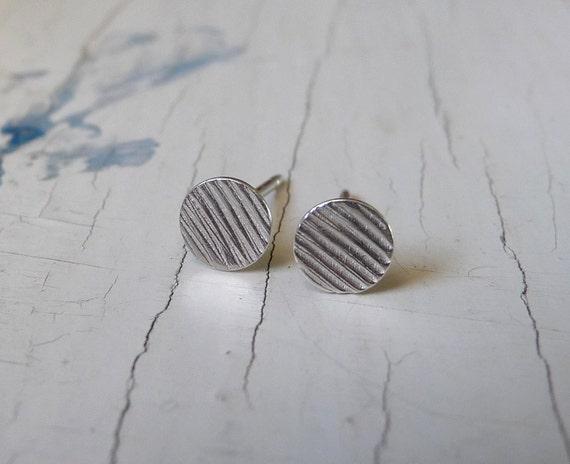bitty earrings : lined