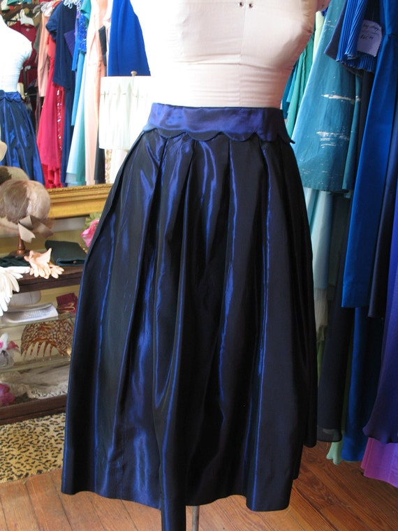 SALE Vintage 1950s Iridescent Silk party skirt in shades of purple and blue. Size small