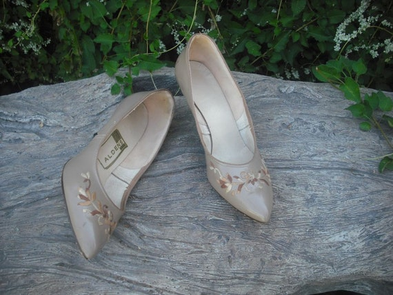 1950s/60s Beige Pointy Toe Pumps by ALDENS  SIZE 8.5