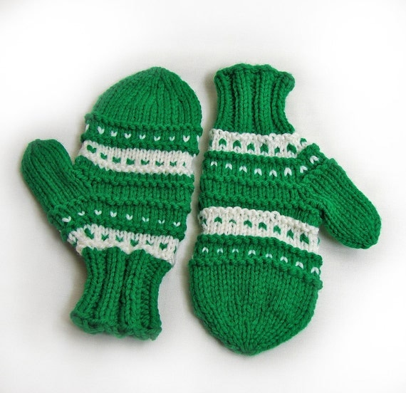 Hand Knit Mittens for a Child / Green and Off-White / Boy or Girl