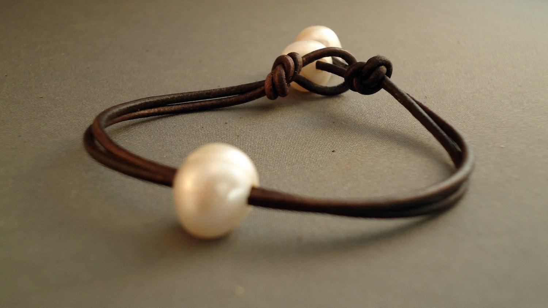 single pearl leather bracelet isea designs. Black Bedroom Furniture Sets. Home Design Ideas