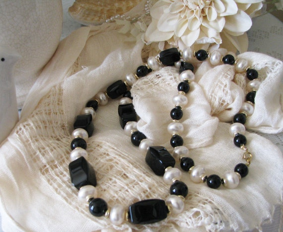 Vintage1970 Black and White Necklace, Vintage Beaded Necklace,