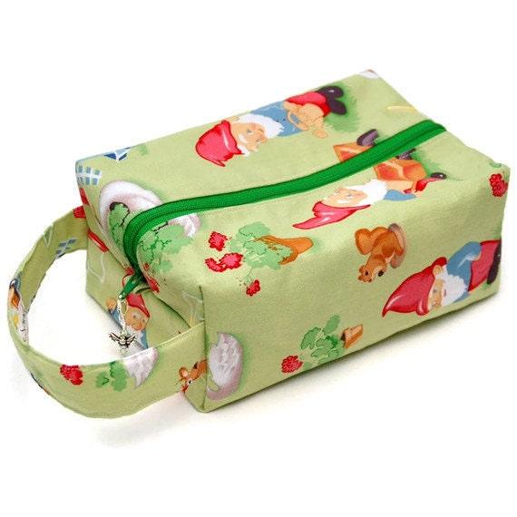 Project Bag Boxy Knitting Bag - Lawn Art Gnomes
