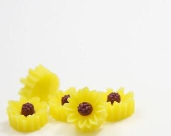 10pcs Acrylic Flower Cabochons-Light Yellow 10mm (19F3)