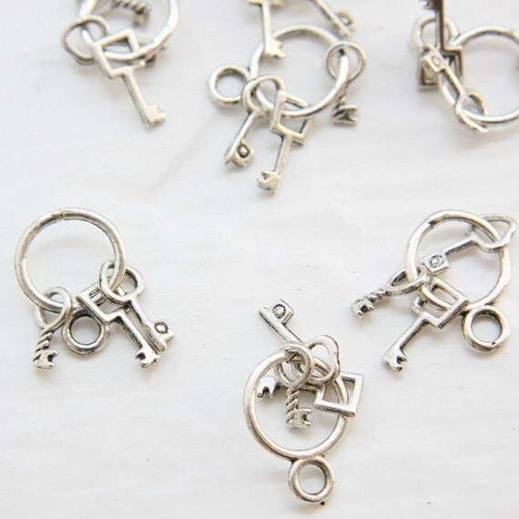 6pcs Oxidized Silver Tone Base Metal Charms-Key Ring with Keys 25x13mm (1903Y-D-134A)