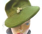 30's 40's Vintage Green Tilt Hat with Art Deco Pin 21